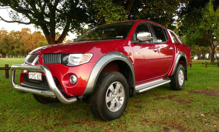 Mitsubishi Triton (a k a  L200) Pickup Truck Workshop